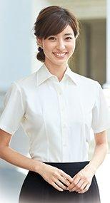 06135 en joie(アンジョア) 首元をきれいにみせ優美なシルエット半袖シャツ 無地 93-06135