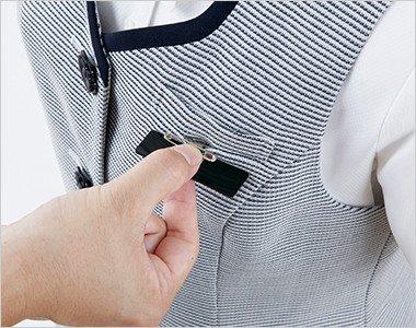 ネームプレートとペンが区別できる名札ポケットと左胸ポケット