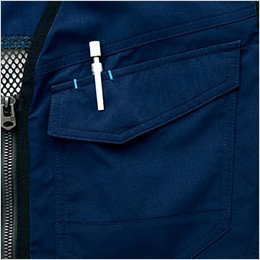 右胸 ペンやスケールなどが出し入れしやすい便利なペン差し付きポケット
