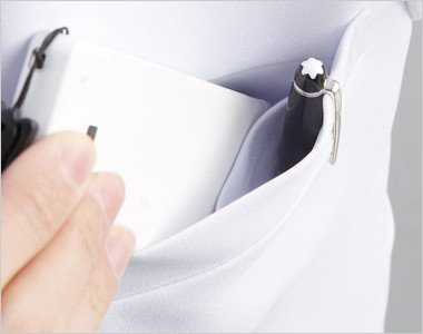 左胸 PHSなどを区分けしてすっきり収納できる二重構造の胸ポケット付き