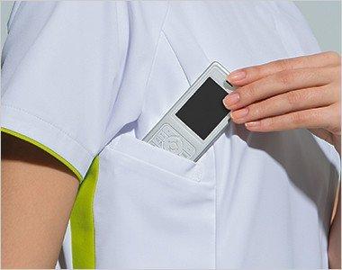 右脇下 PHSの出し入れがしやすいサイズと位置に設けられたポケット