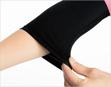 腕まくりしてもずり落ちてこない、袖口のたるみもおこりにくいフィット感。7.5分丈の絶妙な袖丈が医療現場にマッチ