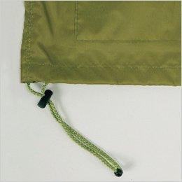 ジャケットの裾幅を調節するストッパー付きドローコード