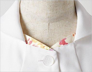 さりげない配色プリントとすっきりした襟