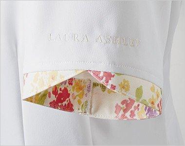 花びらのような袖口。ロゴ刺繍入り