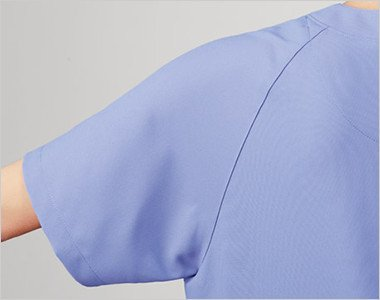 PHSやペンなどを胸ポケットに入れても胸元が見えない安心設計