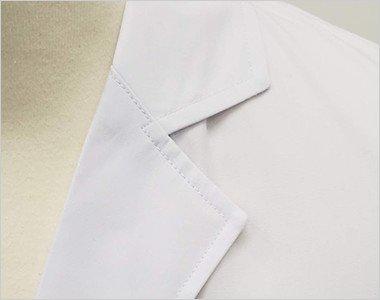 シンプルな襟元