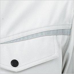 胸ポケット上の反射テープで視認性アップ