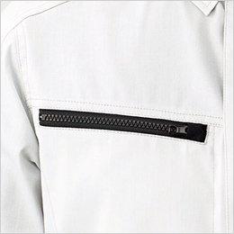右胸ポケットは物の落下を防ぐファスナー仕様(スライダーキャップ付き)