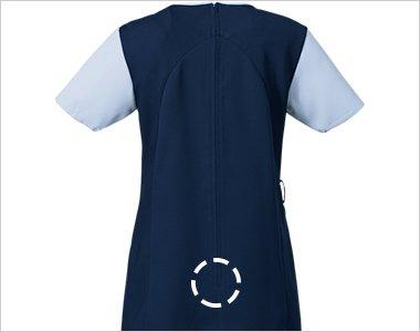 背中のファスナーが腰まで開き、足下からはいて着られるので、メイクなどが付きにくいのも特徴です。