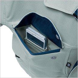 右胸 内側に携帯電話を収納できる二重構造ポケット