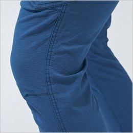 膝回りはストレッチ+プリーツでさらに動きやすく