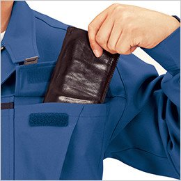 深さのある胸ポケット