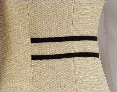 en joie(アンジョア) 81520 上品かわいいベージュ×黒の配色の好印象ジャケット 無地 背面の腰部分は黒でデザインアクセント